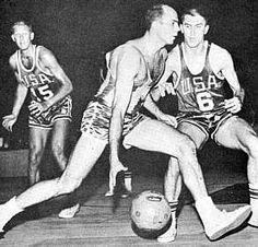 Amaury Antônio Pasos  sagrou-se vice-campeão mundial em 1954, bicampeão do mundo em 1959 em Santiago (foi eleito o jogador mais completo do torneio) e 1963 no Rio de Janeiro (final disputada no Maracanãzinho em 25 de maio, Brasil e Estados Unidos com placar de 85 a 81). Ganhou a medalha de bronze nas olimpíadas de 1960 e 1964, foi oito vezes o campeão do sul-americano e conquistou vários títulos regionais. Foi também campeão sul-americano de natação antes de mudar para o basquete.