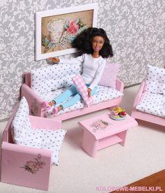 Moje ukochane różyczki :) Wypoczynek z małą kanapą.  www.kolorowe-mebelki.pl skasica@o2.pl