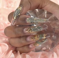 The advantage of the gel is that it allows you to enjoy your French manicure for a long time. There are four different ways to make a French manicure on gel nails. Bling Acrylic Nails, Aycrlic Nails, Best Acrylic Nails, Weed Nails, Gold Stiletto Nails, Ongles Bling Bling, Bling Nails, Nail Swag, Nagel Bling