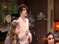 Drake Bell on iCarly... this is amazing. He did the same thing in Victorious.