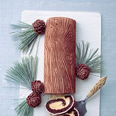 Yule is the Pagan Celebration of the Winter Solstice. The Yule Log is an Old Tradition of This Holiday. Ritual Re-enactments of the Wild Hunt Are Common on Yule. Desserts Français, Christmas Desserts, Christmas Treats, Christmas Baking, Christmas Cookies, Christmas Traditions, Winter Desserts, Family Traditions, Christmas Recipes