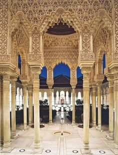 Alhambra courtyard https://histoireetsociete.wordpress.com/2011/10/16/boabdil-et-grenade-dans-le-fou-delsa-daragon-par-rachida-el-diwani/ Accessed 3/22 Interior photograph showing how the interior and exterior are all tied together.