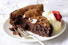 Flourless doesn& mean flavourless in this moist chocolate-hazelnut cake. Flourless Chocolate Cakes, Chocolate Treats, Baking Recipes, Cake Recipes, Dessert Recipes, Chocolates, Chocolate Hazelnut Cake, How To Roast Hazelnuts, Gluten Free Treats