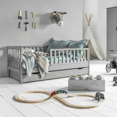 2 years old wooden bed in gray wood Diy Toddler Bed, Toddler Rooms, Baby Bedroom, Girls Bedroom, Bedroom Decor, Cama Murphy Ikea, Boy Room, Kids Room, Ideas Habitaciones