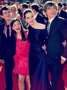 They so cute! Narnia Cast, Narnia Movies, Edmund Pevensie, William Moseley, Georgie Henley, The Greatest Showman, Chronicles Of Narnia, Cs Lewis, Cute Actors