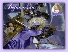 Befanuccia cucita a mano con stoffa pregiata, anima in fil di ferro, stelline dorate applicate singolarmente...profumatissima all'essenza di arancio e cannella.