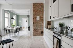 Grey kitchen, exposed brick wall and blue paintwork Brick Interior, Interior Modern, Scandinavian Interior, Kitchen Interior, Interior Design, Green Apartment, Apartment Interior, Shabby Home, Cuisines Design