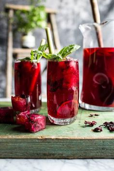 The best recipes for ICED TEA - Hibiscus, lemongrass, Basil and Honey Sweet Iced Tea Refreshing Drinks, Summer Drinks, Fun Drinks, Healthy Drinks, Healthy Recipes, Healthy Food, Beverages, Superfood Recipes, Healthy Meals