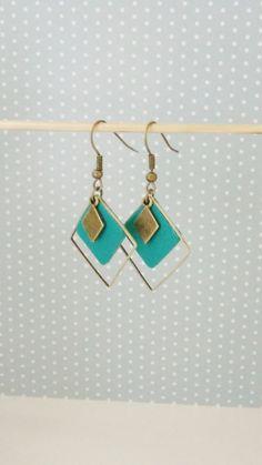 Boucles d'oreille triple losange cuir vert pin sobre et chic : Boucles d'oreille par izzybijoux