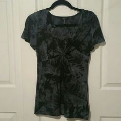Daisy Fuentes V neck top Small Daisy Fuentes. Size small. Very flattering top, perfect condition, worn once Daisy Fuentes Tops Tees - Short Sleeve