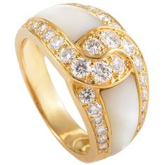 Pre-owned Van Cleef & Arpels Mother of Pearl Diamond Gold Band Ring ($6,900) ❤ liked on Polyvore featuring jewelry, rings, band rings, diamond jewelry, diamond rings, infinity band ring, charm rings y infinity ring