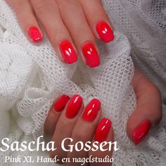 Just naturel nails with a layer of CND Shellac Tropix and red additives.