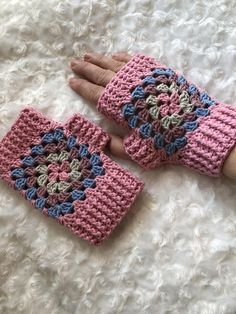 This is a gorgeous Crocheted Ladies Granny Square Wrist Warmers. These are ma. - This is a gorgeous Crocheted Ladies Granny Square Wrist Warmers. These are ma. Fingerless Gloves Crochet Pattern, Fingerless Mitts, Crochet Slippers, Knitted Gloves, Mittens Pattern, Granny Square Crochet Pattern, Crochet Patterns, Crochet Granny, Crochet Stitch