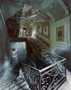 Decline and fall of the Italian villa: Haunting images of the forgotten palaces which are now spectacular ruins. A villa lies abandoned in the north of Italy, its once-grand staircase reduced to rubble. Abandoned Castles, Abandoned Mansions, Abandoned Places, Old Buildings, Abandoned Buildings, Abandoned Library, Beautiful Ruins, Italian Villa, Italian Mansion