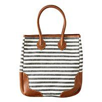 Love the nautical style of this bag! a classic!