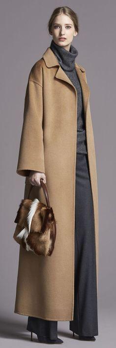 Beautiful Carolina Herrera coat, cowl, and slacks. NOT HAPPY about the Springbok Antelope hide bag however! Style Work, Mode Style, Fashion Mode, Womens Fashion, Fashion Trends, London Fashion, Look Formal, Moda Boho, Camel Coat
