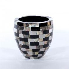 BLACK PEARL VASE bowl brown shell, black resin and stainless steel. #Cravt #DKhome #Craftsmanship #Living #Furniture #Accessories #Shell #Luxuryfurniture