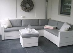 Stylish bench in white painted scaffolding - Maria Birkely in 2020 Outdoor Furniture Plans, Lawn Furniture, Pallet Furniture, Garden Sofa, Garden Seating, Outdoor Couch, Outdoor Lounge, Diy Sofa, Diy Patio