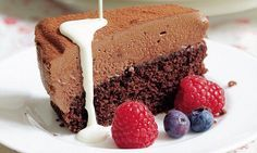 Mary Berry: Celebration chocolate mousse cake This is a wonderful dessert for a celebration as it is rich and indulgent and would make a stunning centrepiece. Mary Berry Chocolate Mousse, Choc Mousse, Mousse Cake, Mousse Dessert, Chocolate Mouse Cake, Best Chocolate Cake, Chocolate Desserts, Mary Berry Desserts, Vegan Desserts