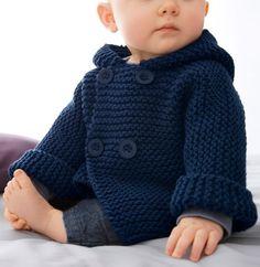 Un petit effet looké... même emmitouflé ! Le paletot pour bébé de 3 à 12 mois est tricoté en Fil AVISO, coloris Marine, avec des boutons assortis pour plus d'effet. Avec sa capuche ce modèle assure à votre bébé un look sympa tout en le gardant bien au chaud.Modèle N°2 du mini-catalogue N°644 : Printemps/Eté 2016, Layette