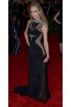 Taylor Swift in J. Mendel at the 2013 Met Gala. God. Such a badass.