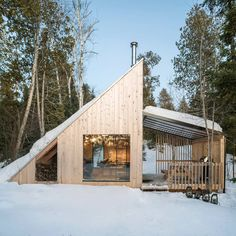 La Level is a Again-to-Fundamentals Off-Grid Cabin in Poisson Blanc.- La Level is a Again-to-Fundamentals Off-Grid Cabin in Poisson Blanc Regional Park Montreal Architecture, Shelter Design, Off Grid Cabin, A Frame Cabin, Wooden Cabins, Wooden House, Rustic Cabins, Log Cabins, Exterior Cladding