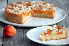 Recept s foto postupom na veľmi jednoduchý šťavnatý marhuľový koláčik.