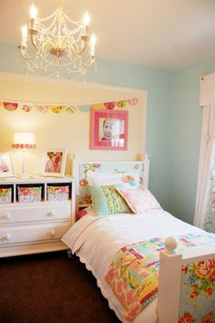 lots of fabrics used in this girls room