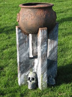 Haunt Forum - Improving a plastic cauldron - with oatmeal! Halloween Outside, Creepy Halloween, Outdoor Halloween, Holidays Halloween, Happy Halloween, Halloween Party, Halloween Decorations, Halloween Witches, Halloween Stuff