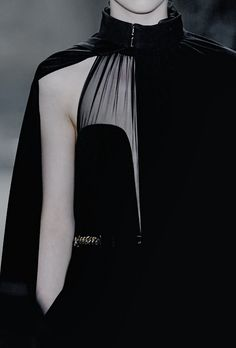 Addicted to Black Haute Couture Style, Couture Mode, Couture Fashion, Runway Fashion, Fashion Trends, Mademoiselle Mode, Dark Fashion, High Fashion, Mode Sombre