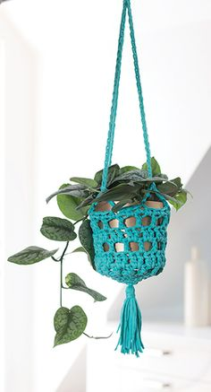 This plant crochet cozy is just the right size to tuck in a bit of greenery for your living space. This crochet plant hanger is quick and easy and can be made in an afternoon. Go There Now Designer Vickie Howell Finished Size About 7″ in diameter and 61⁄2″ tall, excluding tassel. Yarn Wool and the Gang…