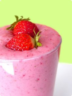 Oatmeal Smoothie: 1 cup ice. 1/2 cup frozen raspberries or strawberries. 1/2 cup plain yogurt. 1 banana. 1/2 cup old-fashioned rolled oats. 1 tablespoon honey