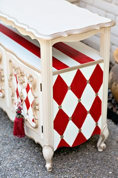 Here& how to paint black and white patterns, from stripes to checkerboards and harlequin patterns. Tracey& little painting secret will help you. Whimsical Painted Furniture, Painted Chairs, Hand Painted Furniture, Funky Furniture, Paint Furniture, Repurposed Furniture, Furniture Makeover, Furniture Shopping, Furniture Removal