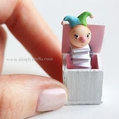 A pint sized Jack-in-the-Box in shabby colors, made with polymer clay and paper. English & multiple language translations available on site) Dollhouse Toys, Dollhouse Miniatures, Fun Crafts, Crafts For Kids, Minis, Small Figurines, Jack In The Box, Polymer Clay Miniatures, Ceramic Clay