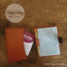Funda en cuero para libreta pequeña… Leather Notebook, Cases, Leather, Paper Envelopes