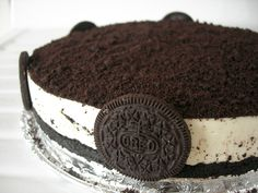 A creamy vanilla mousse-like delight with oodles of Oreo goodness . Simple & no baking is required. Oreo Torta, Oreo Cake, Oreo Cookies, No Bake Oreo Cheesecake, Baked Cheesecake Recipe, Gateau Aux Oreos, Rich Cake, Delicious Desserts, Yummy Food