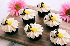 With cheery fondant bees resting on white daisies made of frosting, these bumblebee and flower cupcakes are perfect for garden parties, showers or birthday gatherings all spring and summer long. Fondant Cupcakes, Fondant Bee, Daisy Cupcakes, Sunflower Cupcakes, Ladybug Cupcakes, Butterfly Cupcakes, Yummy Cupcakes, Cupcake Cakes, Cup Cakes