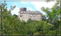 """""""Castel Noël"""", quel curieux patronyme pour une construction médiévale fortifiée. En cliquant sur l""""image vous comprendrez la raison du nom de ce château en Aveyron, proche de la commune de Brommat."""