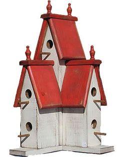 Fant noen stilige fuglehus på nettet:-D (bildene er funnet på google) Her kan jo en familie på fem bo... Ut på tur? Problem løst. Ba...