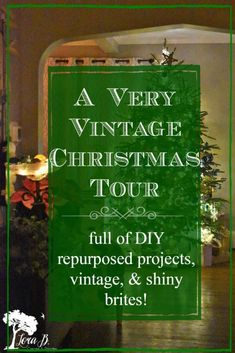 Unique Christmas Trees, Very Merry Christmas, Christmas Themes, Vintage Christmas, Christmas Decorations, Vintage Sled, Shiny Brite Ornaments, T Lights, Cool Coffee Tables