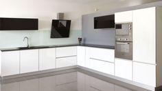Cozinha branca em termolaminado c/ orla 3D