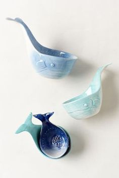 Whale measuring cups in a gradient of blues.