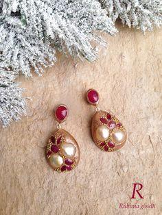 Perle bianche come la neve e rubini rossi come il Natale.. Buone Feste da Rubinia Gioielli!  www.rubinia.com