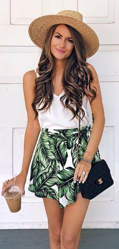 #outfits #summer Ronda Hat + tanque blanco + falda tropical // Shop Esta vestimenta En El Enlace