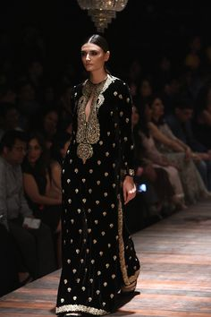 Sabyasachi at Lakmé Fashion Week winter/festive 2016 Pakistan Fashion, India Fashion, Ethnic Fashion, Asian Fashion, Pakistani Dress Design, Pakistani Outfits, Indian Outfits, Indian Attire, Indian Wear