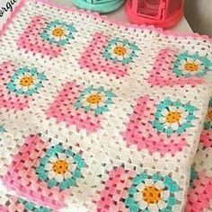 Crochet Daisy, Free Crochet, Crochet Squares, Crochet Blanket Patterns, Crochet Cushions, Crafts To Do, Floral Motif, Crochet Projects, Free Pattern