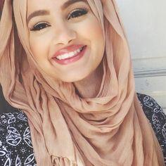Hijab Hills, een van de meest bekende Nederlandse moslima meiden (uit Rotterdam) op Youtube