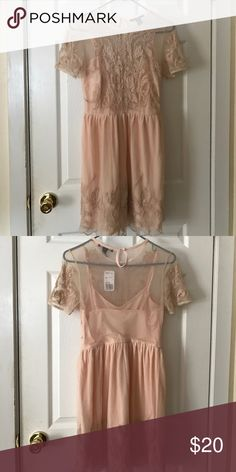 NWT Pink Lace Dress Super pretty! Fits a little big Forever 21 Dresses
