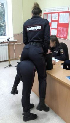 62 WTF Photos From The Planet Russia. 62 more funny/strange/WTF photos taken somewhere in mother Russia. Funny Meme Pictures, Funny Images, Hilarious Photos, Funny Posts, Horse Meme, A Girl Like Me, Pedobear, Top Funny, Police Officer