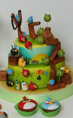 viorica's cakes: Angry Birds -- I'm not an Angry Birds fan, but this was too cool not to pin.